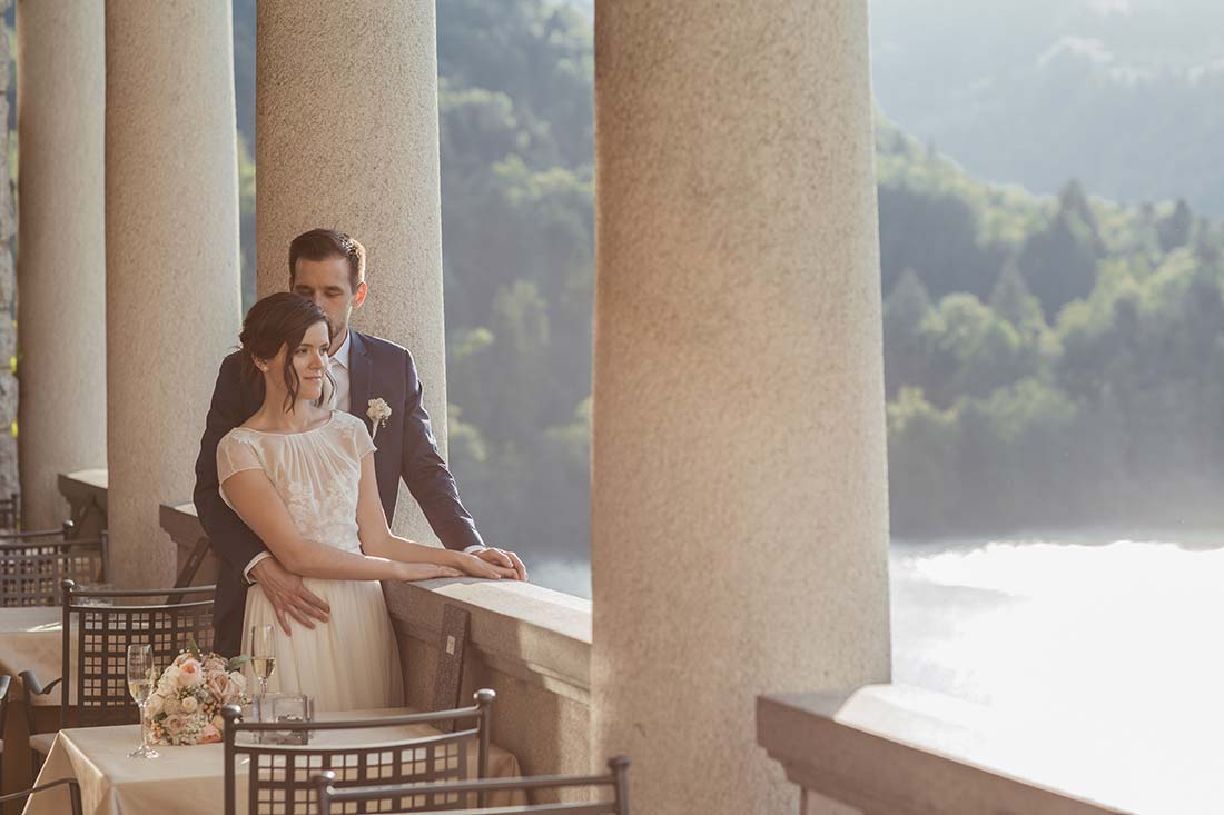 01-wedding-couple-at-belvedere-pavilion