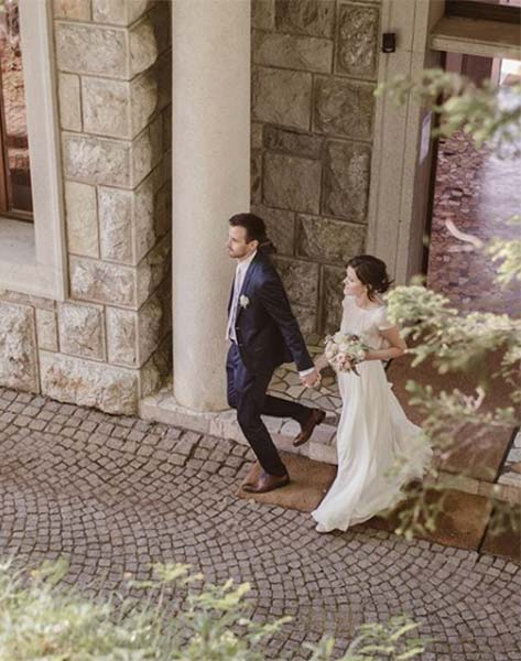 04-young-wedding-couple-lake-bled
