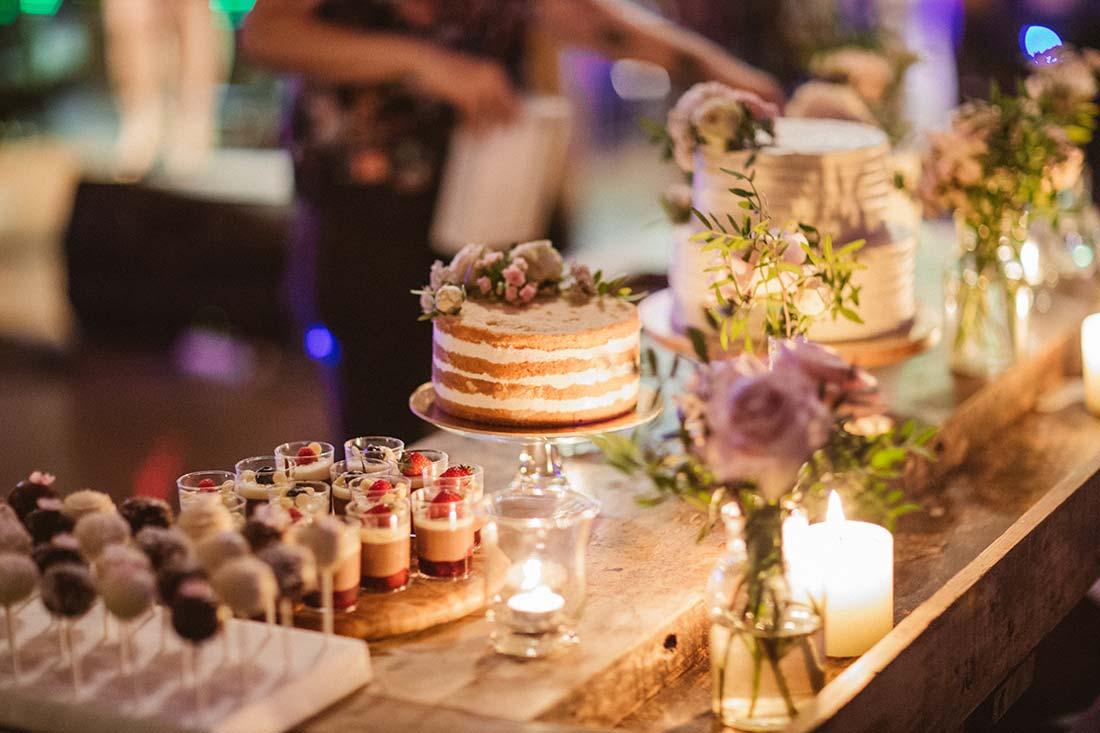 14-wedding-cake-flowers-candles