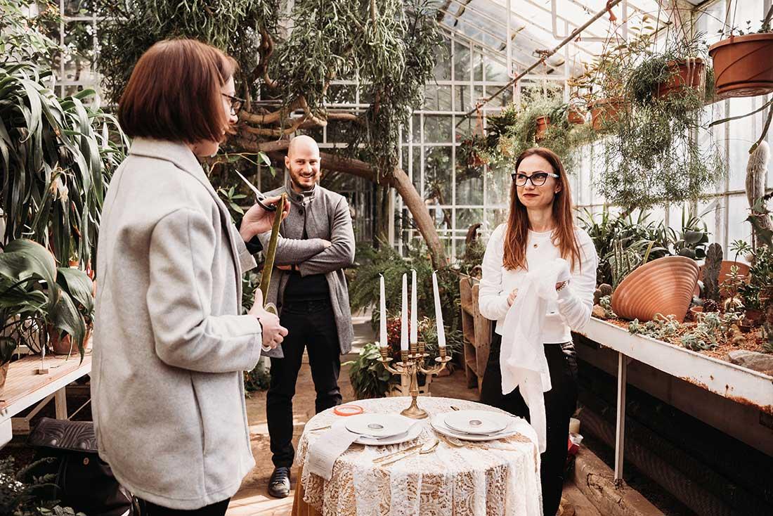 Wedding planner Petra Starbek prepare a boho theme wedding table in beautiful botanical garden in Sežana