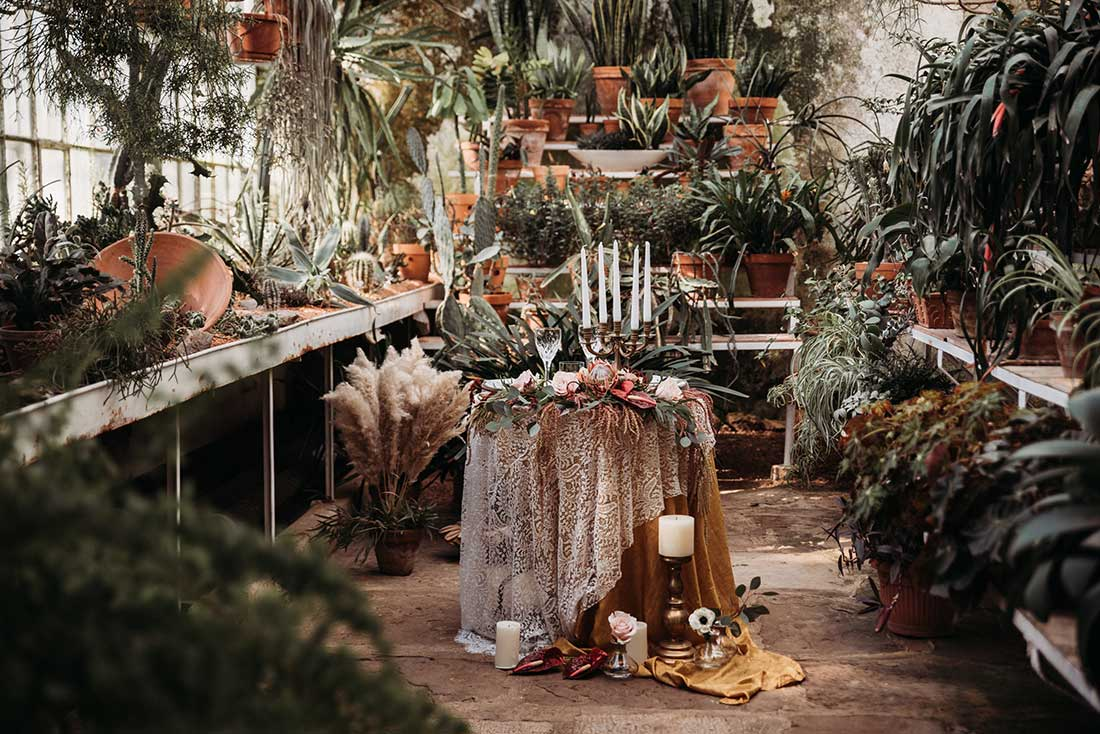 Boho wedding table setting with pampas grass, candles, linen gold plates