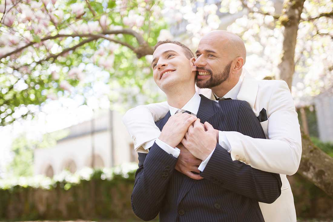 IL-12-happy-gay-couple-lake-bled