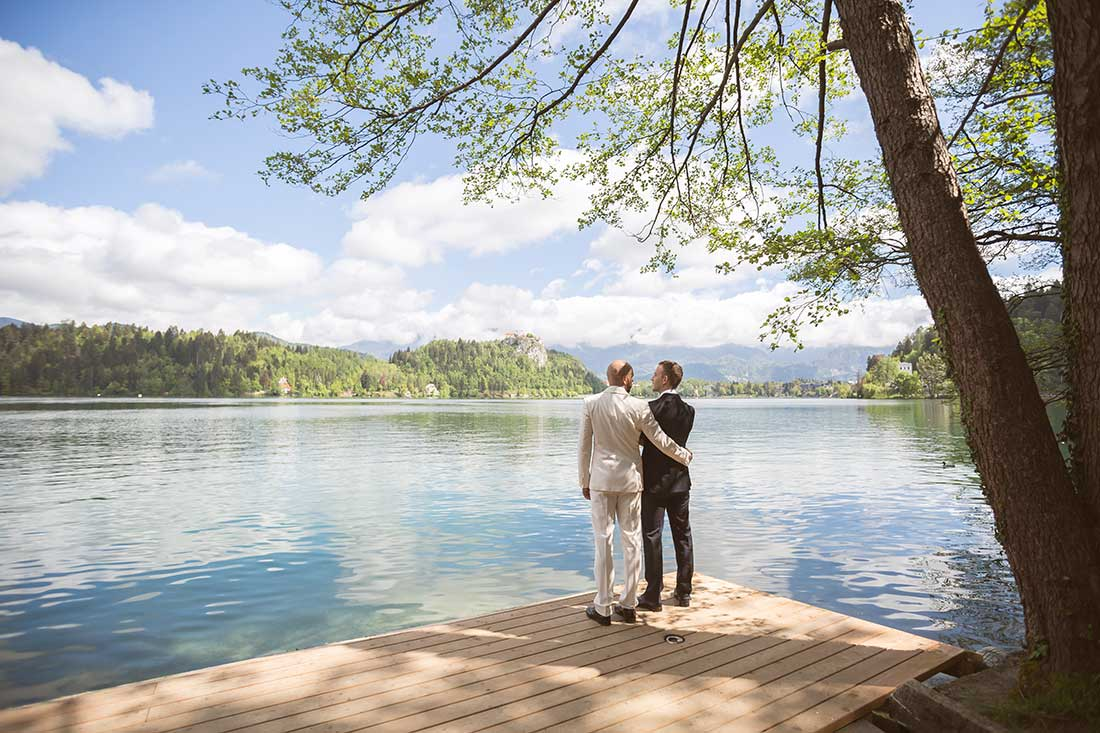 IL-14-gay-couple-at-pier-lake-bled