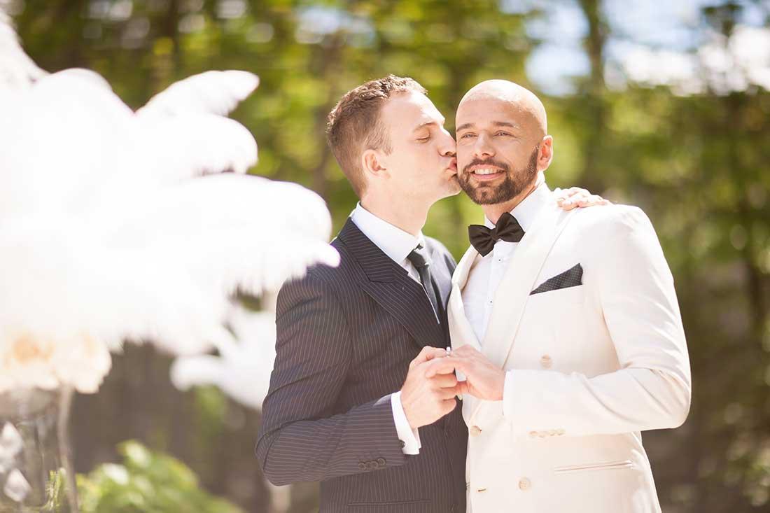 IL-29-happy-gay-couple