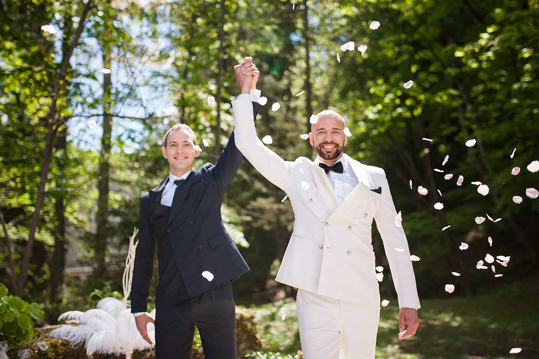 IL-30-wedding-ceremony-for-gay-couple