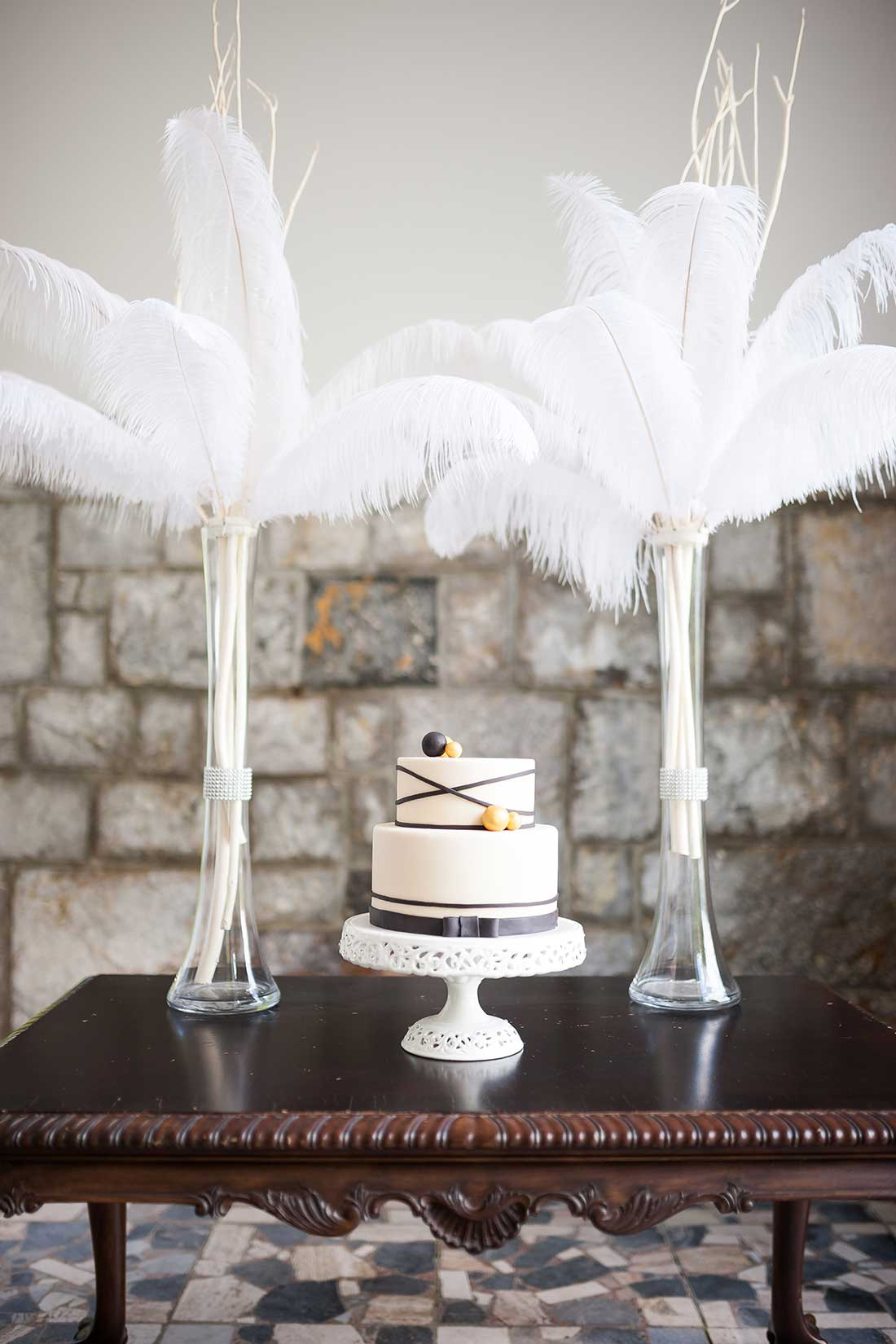 IL-33-sweet-table-wedding-cake-feathers