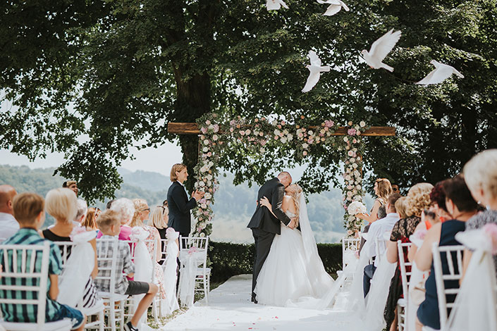 Beautiful wedding ceremony setting in Slovenia, planneed and designed by certified wedding planner Petra Starbek